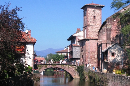 Bob makes it to st jean pied de port orchids of light - How to get to saint jean pied de port ...